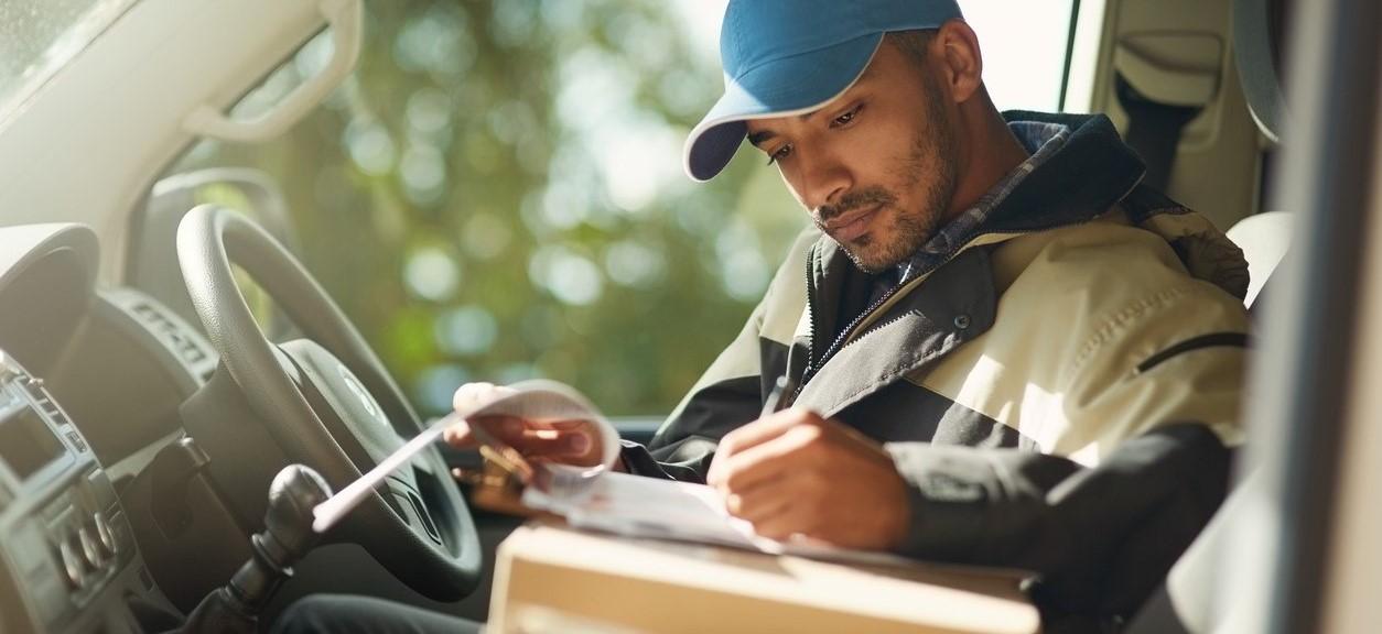 Sådan ansætter du leveringsmedarbejdere – inklusive 15 interviewspørgsmål